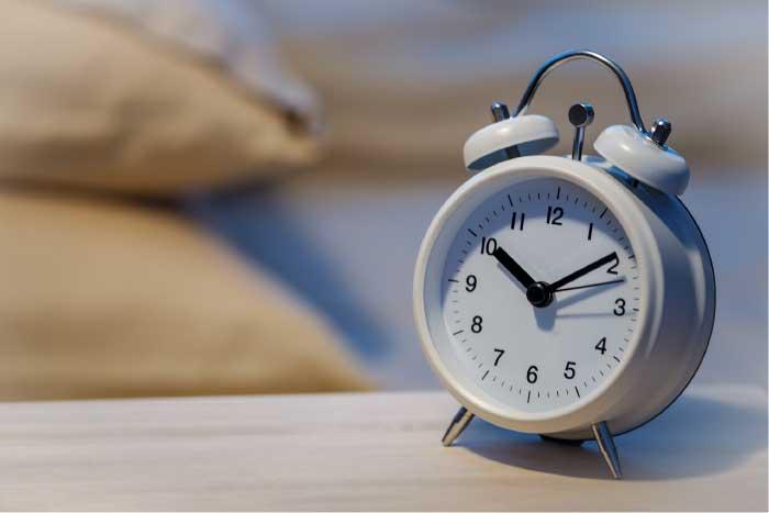 A photo of an alarm clock.
