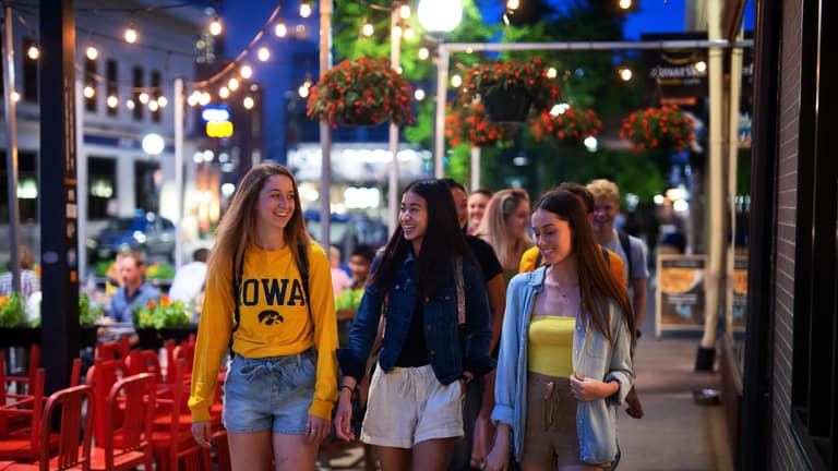 A photo of University of Iowa students downtown.