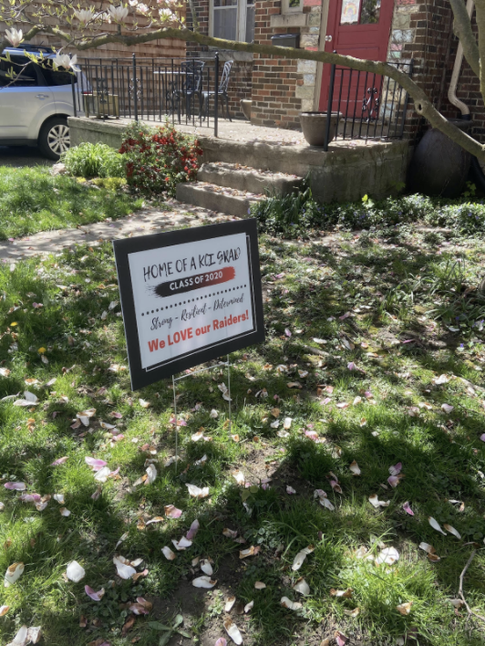 Sign in front yard congratulating graduate