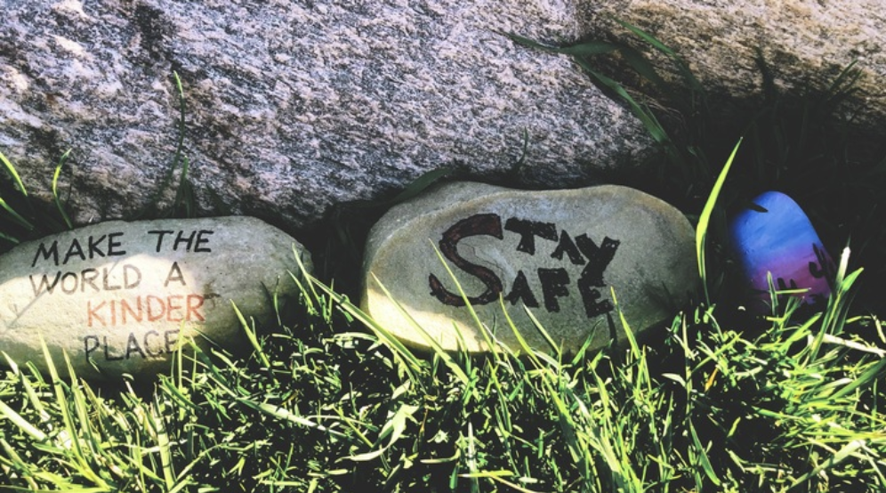 """Rocks with """"Make the world a kinder place' and 'Stay safe' written on them"""