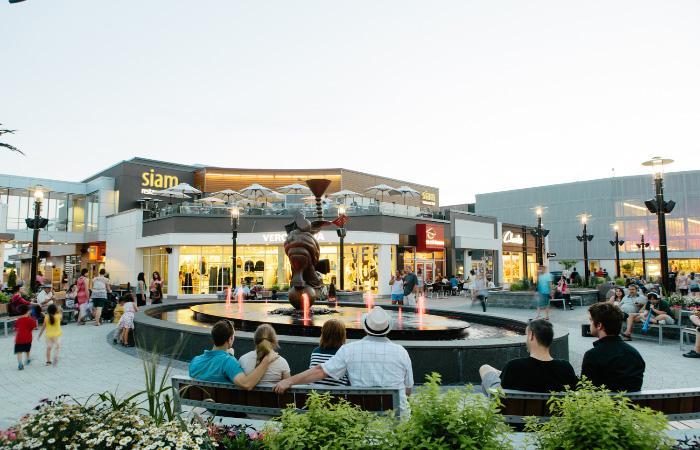 Outdoor shopping at Quartier DIX30