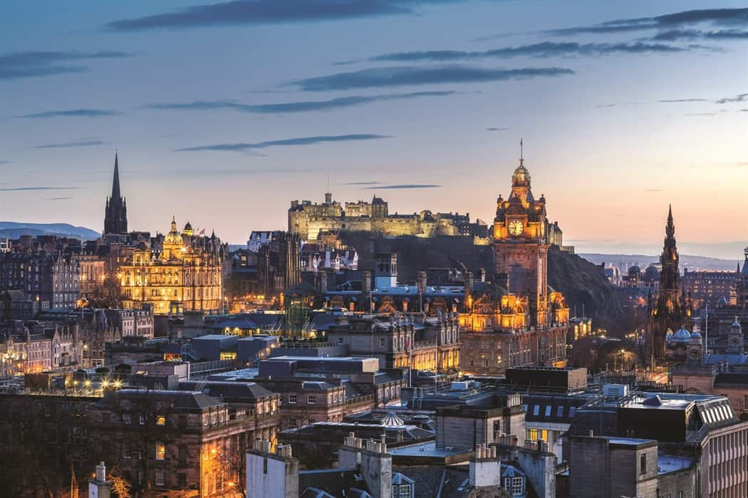 Photo of the city of Edinburgh at sunset